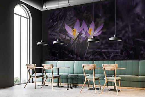 Fotomuur met crocussen als voorbeeld in het interieur van een café